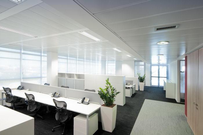 Progettazione ristrutturazione e arredamento per l 39 ufficio for Arredamento ufficio design